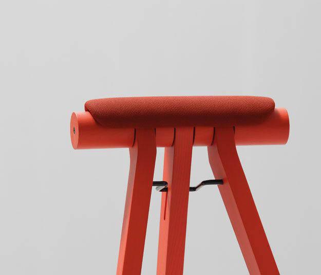 METALUNDIA PERIGALLO avec ses lignes pures, ce siège assis debo