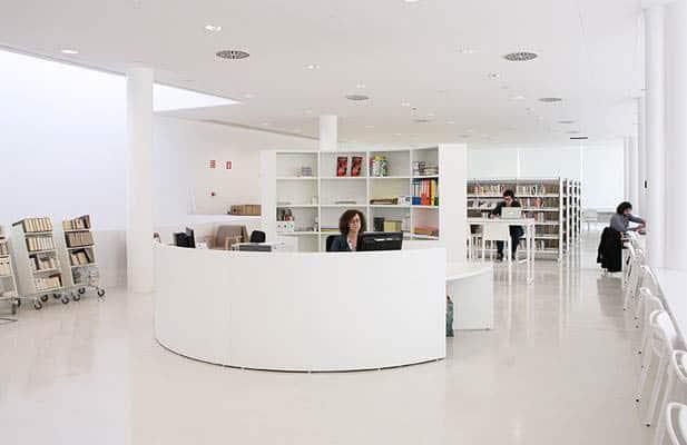 METALUNDIA banque reception mobilier fabriqué sur mesure selon