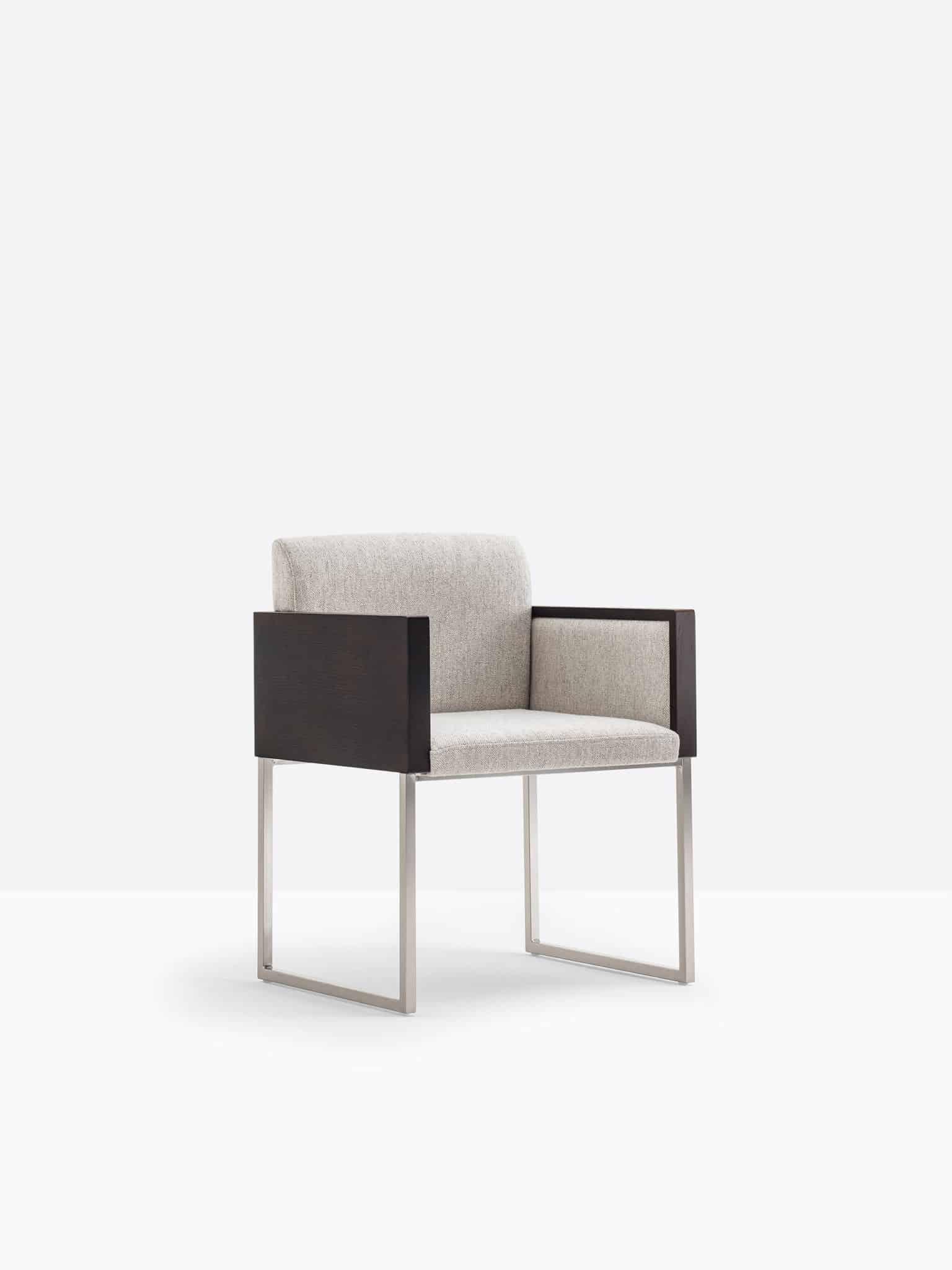 PEDRALI BOX 742 fauteuil Bois recouvert de tissu