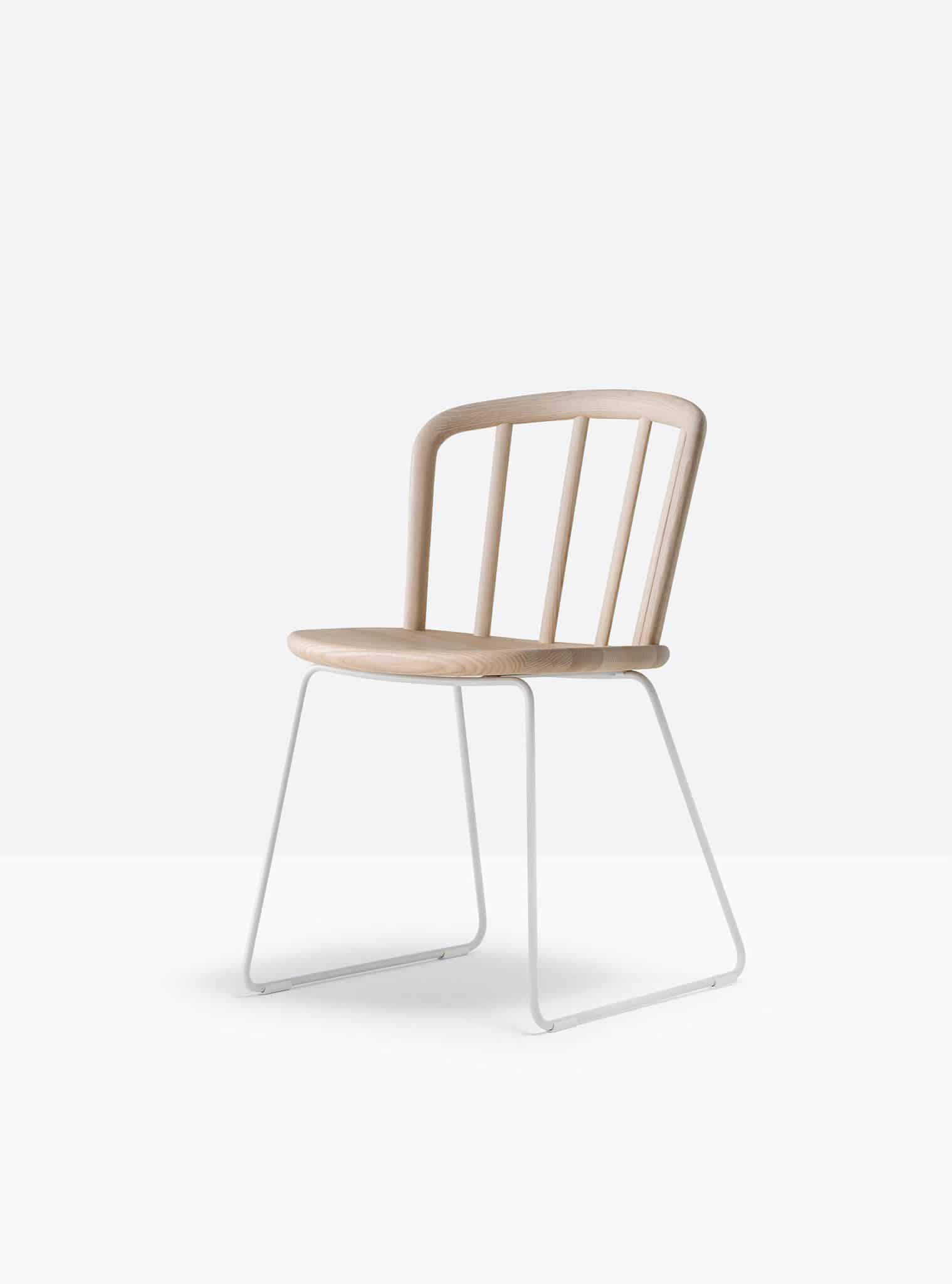 PEDRALI NYM 2850 chaise bois piètement luge