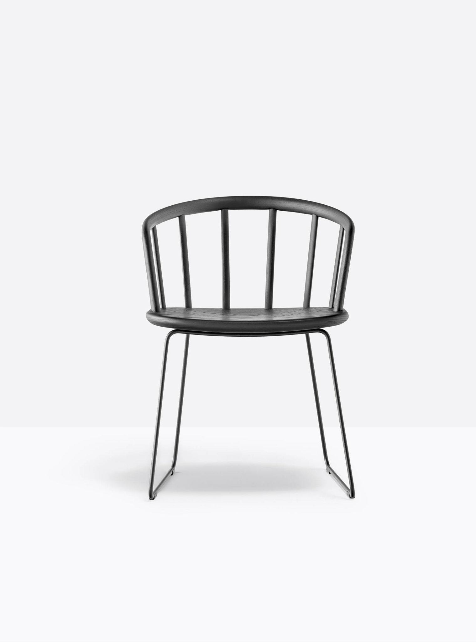 PEDRALI NYM 2855 fauteuil bois piétement luge