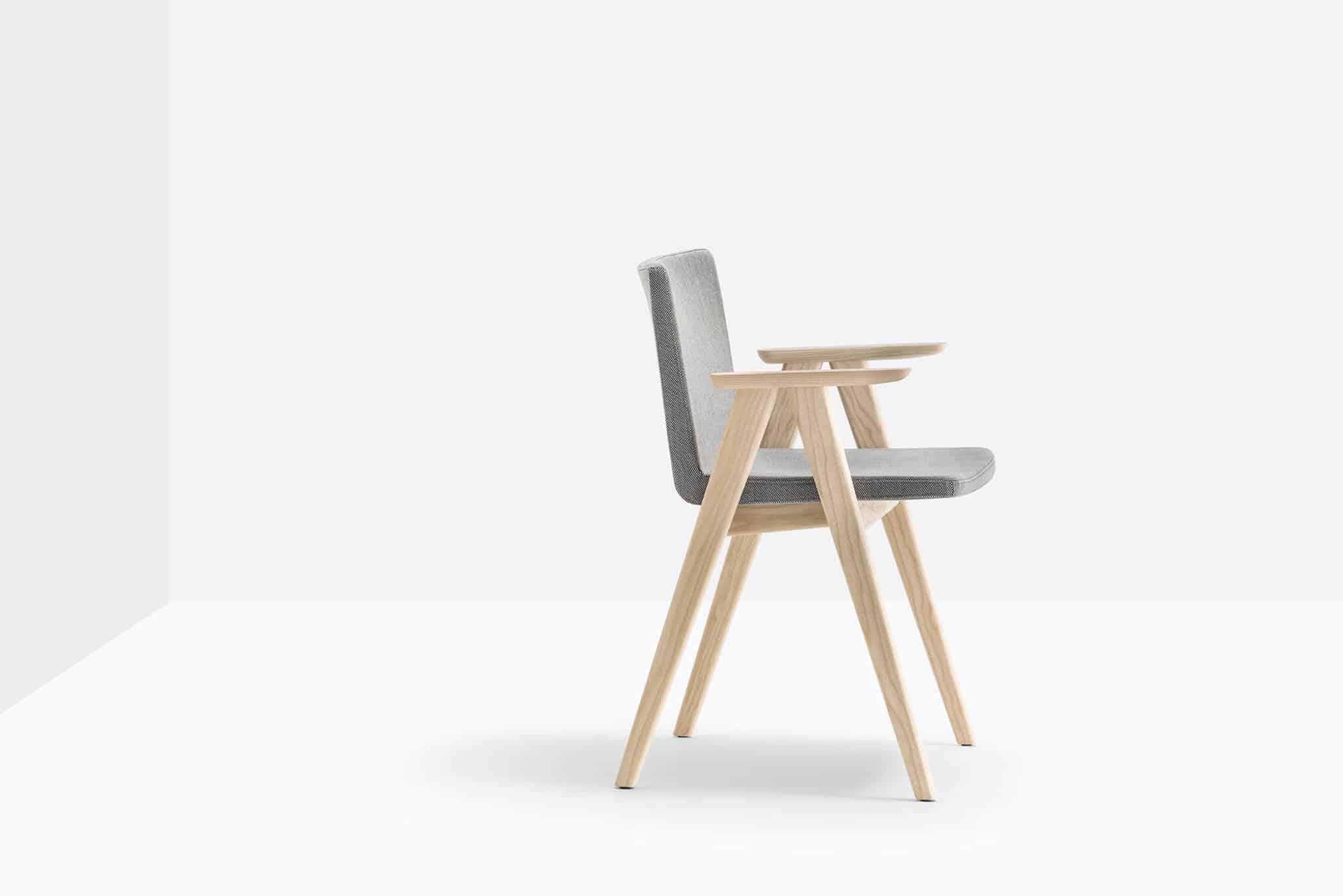 PEDRALI OSAKA 2816 fauteuil bois recouvert de tissu