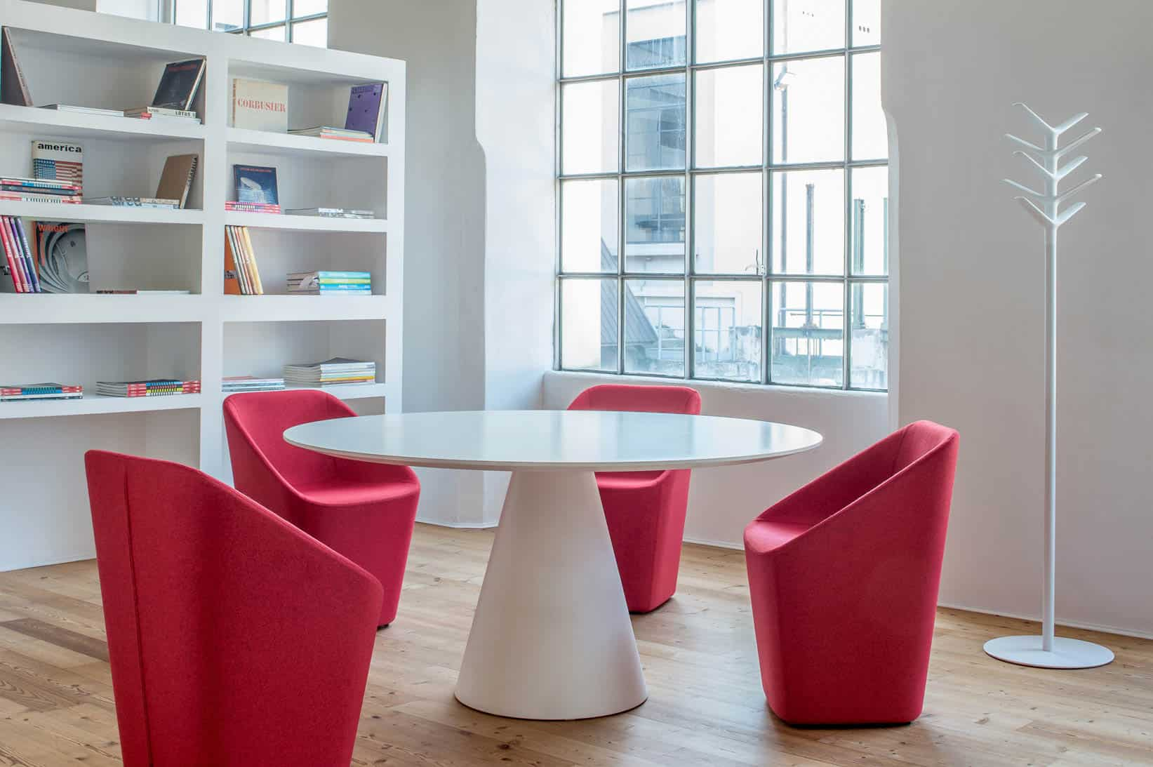 PEDRALI IKON 869 table restauration