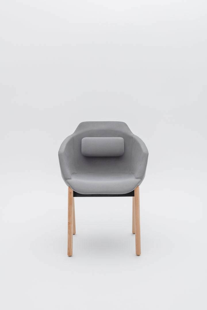 MDD ULTRA F  chaise d'accueil 4 pieds bois en tissu de forme arr